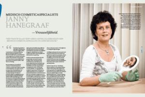 Dit is een afbeelding van Janny Hanegraaf in een spiegel kijkend en het artikel dat gaat over vrouwelijkheid en medische cosmetica