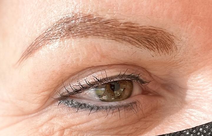 Afbeelding genomen na behandeling permanente make-up subtiele eyeliner en wenkbrauwen - door Permanent Mooi Janny Hanegraaf