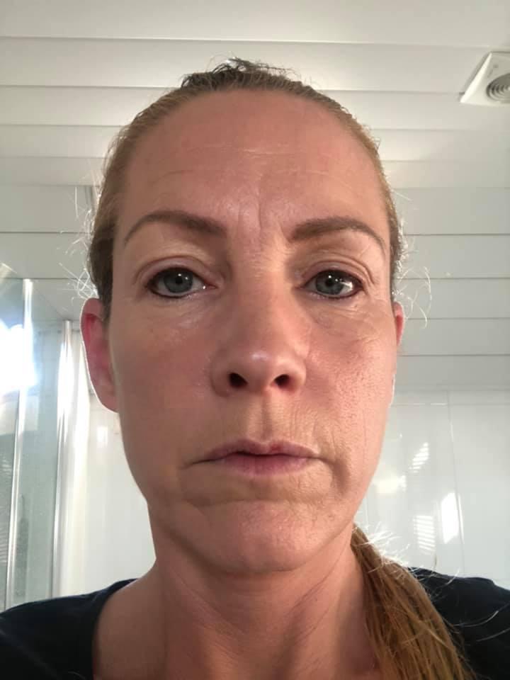Dit is een afbeelding van een vrouw bij een review is geplaatst, Kim, ze heeft een behandeling gehad bij Permanent Mooi en noemt Janny een Vakvrouw