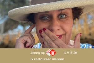 dit is een afbeelding van Janny met hoed, verbaasd dat ze op Radio 2 bij Gijs Staverman in de uitzending mag vertellen over permanente make-up en medische tatoeage.